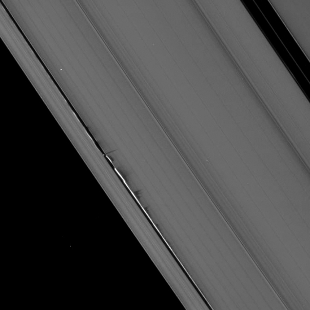 Daphnis makes some waves