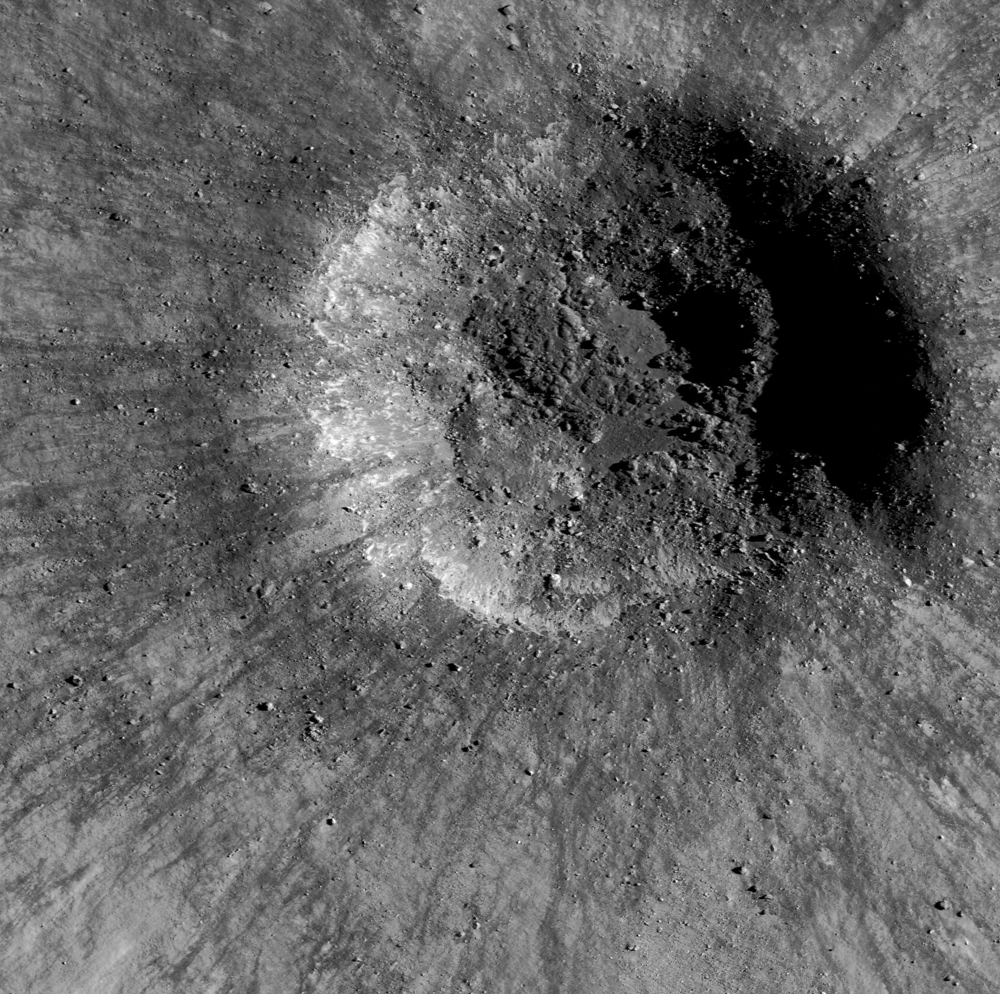 Young lunar crater