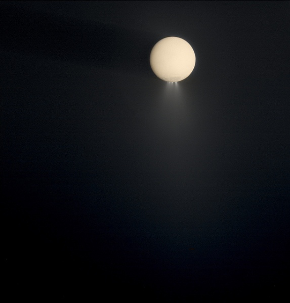 Color-composite of Enceladus spraying into the E ring (NASA/JPL/SSI/Gordan Ugarkovic)