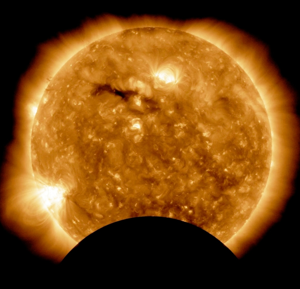 SDO Moon Pass AIA 193 11-7-10