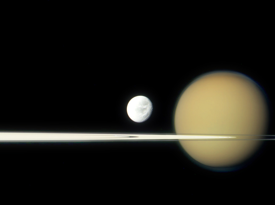 planet saturn moons - 900×673