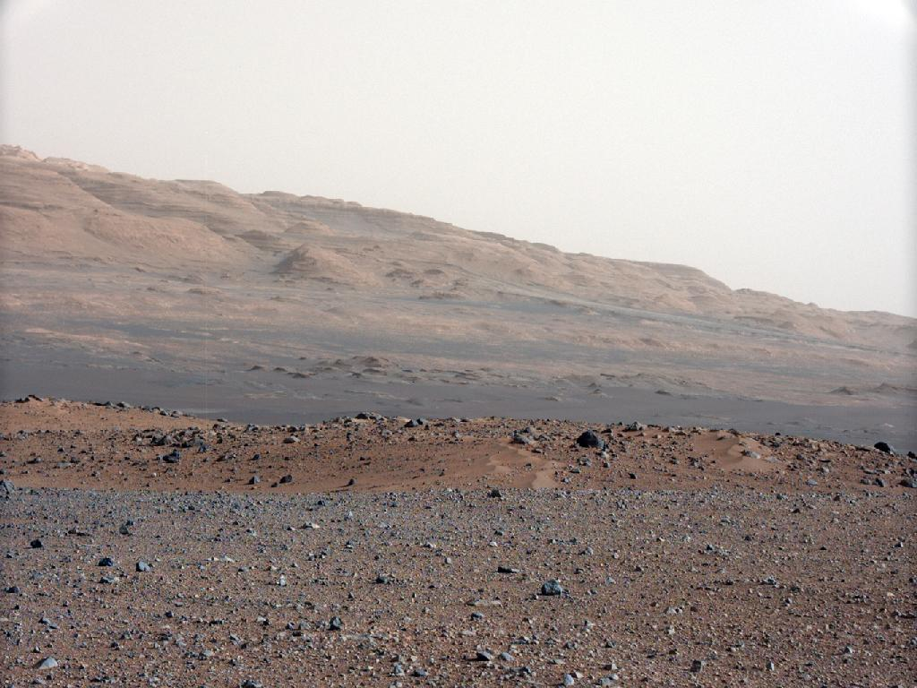 "Curiosity's Camera Reveals ""Southwestern"" Landscape on Mars"
