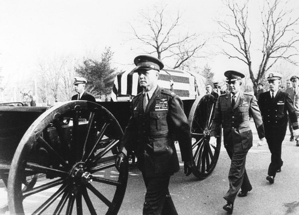 The flag-draped coffin of astronaut Virgil I. Grissom is being escorted at Arlington National Cemetary by his fellow astronauts (left to right) Alan Shepard, John Glenn, Gordon Cooper and John Young (NASA/Ed Hengeveld)