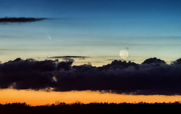 A beautiful shot of Pan-STARRS and the crescent Moon by Bill Dickinson in eastern VA: