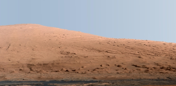 An Earthlike view of the 18,000-foot-high Mount Sharp (NASA/JPL-Caltech/MSSS)