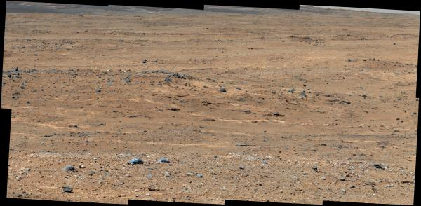 Color-adjusted image of the terrain in front of Curiosity as of Sept. 7, 2013 (NASA/JPL-Caltech/MSSS)