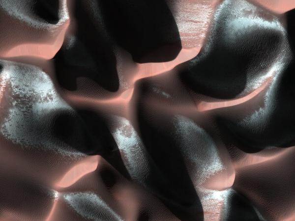 HiRISE image of frosty Martian dunes acquired on Jan. 24, 2014 (NASA/JPL/University of Arizona)