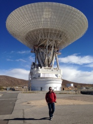 Me at the 70-meter antenna at NASA's Goldstone DSN complex (© Jason Major)