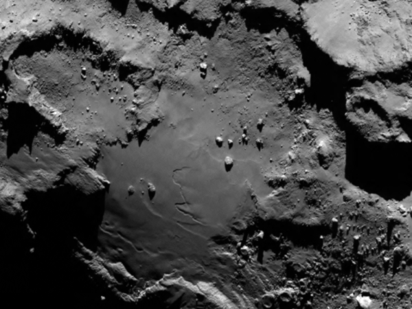 OSIRIS image of the surface of comet 64P/Churyumov-Gerasimenko from 130 km (ESA/Rosetta/MPS for OSIRIS Team MPS/UPD/LAM/IAA/SSO/INTA/UPM/DASP/IDA)