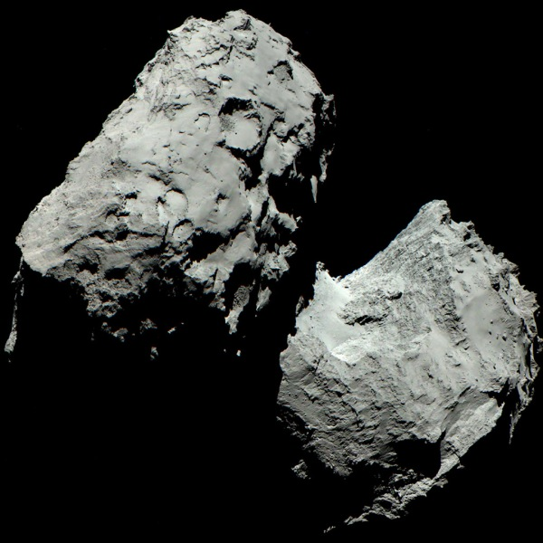 True-color OSIRIS image of comet 67P/C-G. Credits: ESA/Rosetta/MPS for OSIRIS Team MPS/UPD/LAM/IAA/SSO/INTA/UPM/DASP/IDA.
