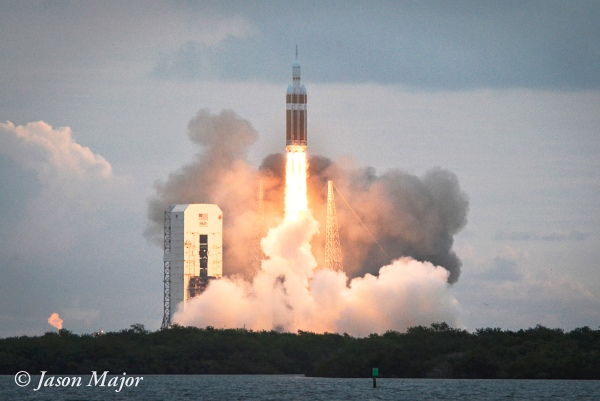 Orion launches on EFT-1 aboard a Delta IV Heavy on Dec. 5, 2014 (© Jason Major)
