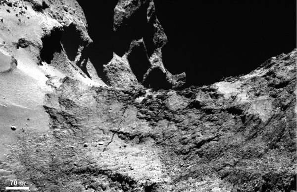Part of a large fracture running across 67P's neck, in particular where it has left Hapi and is extending into Anuket. Credits: ESA/Rosetta/MPS for OSIRIS Team MPS/UPD/LAM/IAA/SSO/INTA/UPM/DASP/IDA