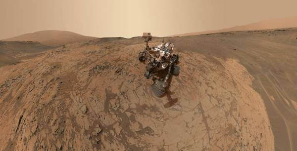 MAHLI mosaic of Curiosity in the Mojave site of Gale Crater. (NASA/JPL-Caltech/MSSS)