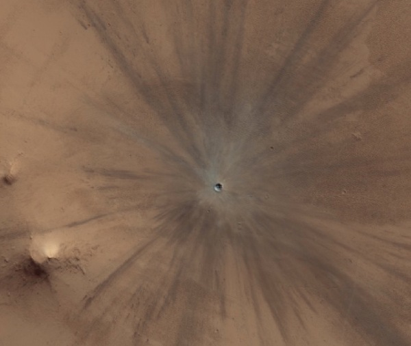 A 30-meter crater created on Mars sometime between July 2010 and May 2012. Credit: NASA/JPL/University of Arizona
