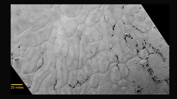 Polygonal shapes in smooth frozen plains