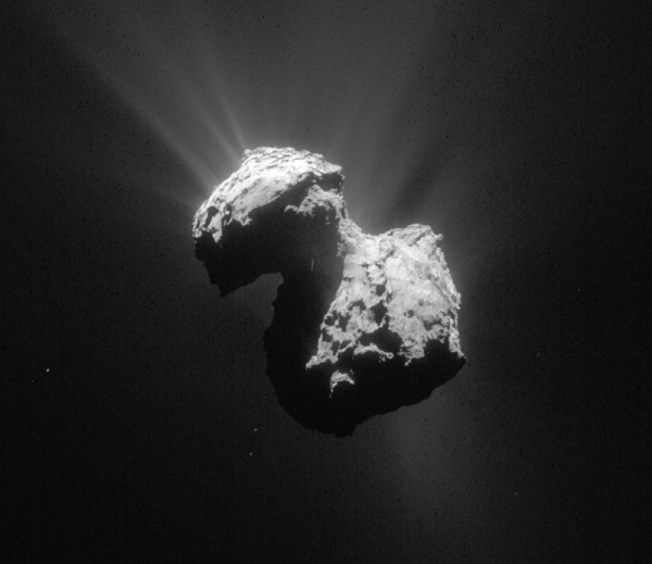 Comet 67P/C-G imaged by NavCam on July 7, 2015 (ESA/Rosetta/NAVCAM – CC BY-SA IGO 3.0)