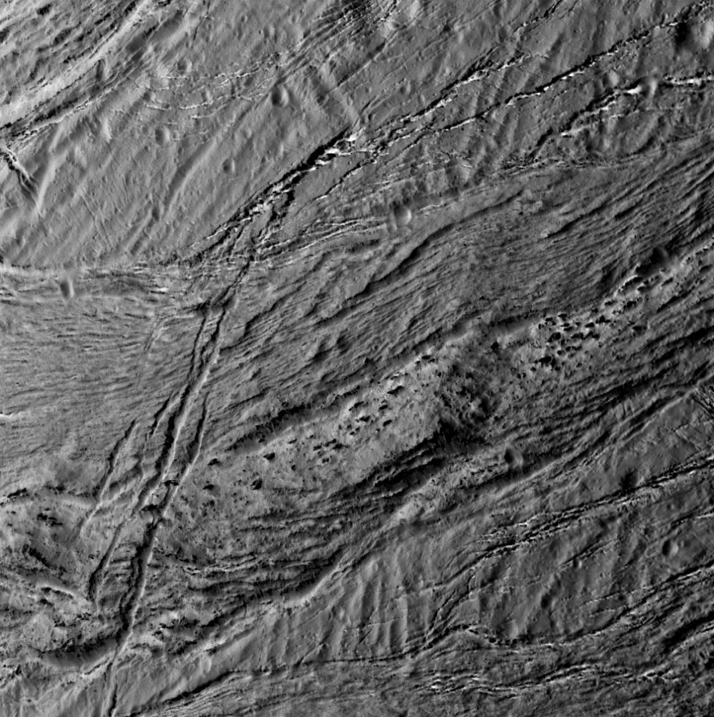 Another look at Enceladus' surface from 3,100 miles (NASA/JPL/SSI)