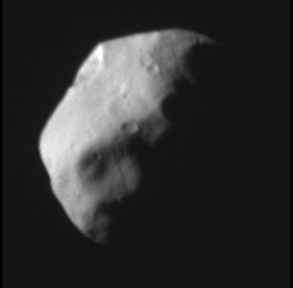 A view of partially-lit Nix, captured from 14,000 miles by New Horizons on July 14, 2015. (NASA/JHUAPL/SwRI)