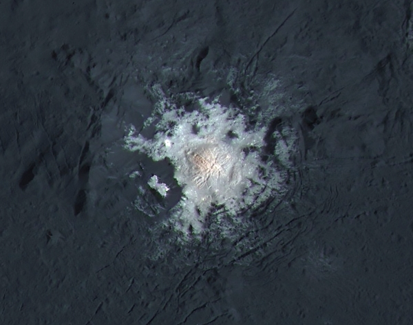 High-resolution, expanded-color view of the bright spot in Ceres' Occator crater